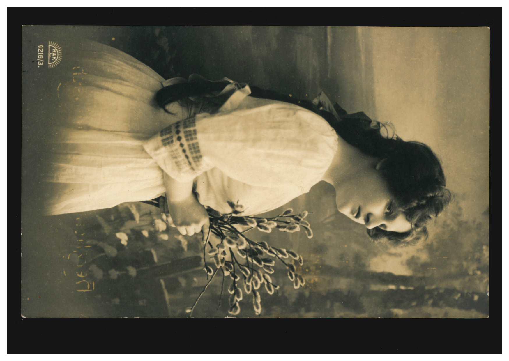 mode-ak frau im weißen kleid mit weidenkätzchen, oldenburg
